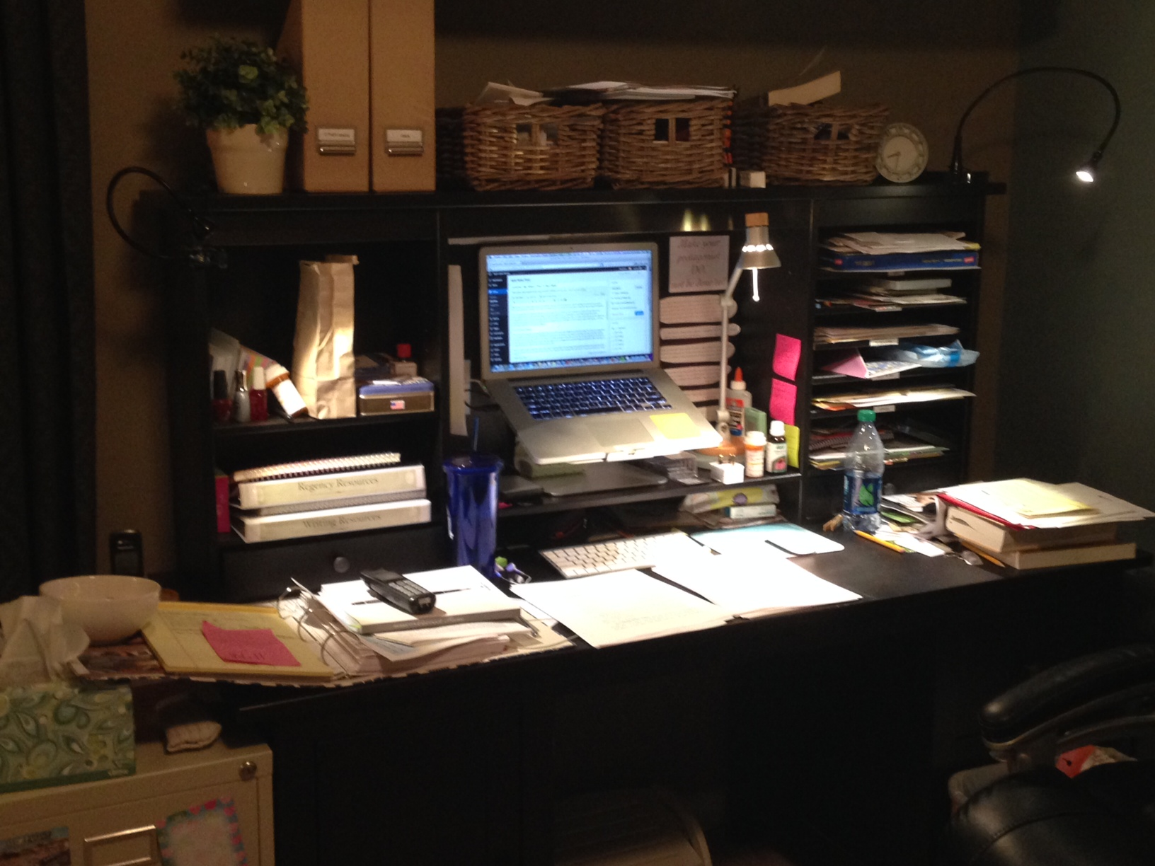 the cluttered desk essay